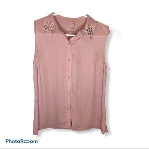Pink sleeveless button down blouse embroidered